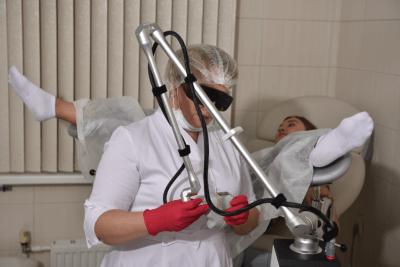 Процедура лазерного омоложения в клинике КСТ в Москве